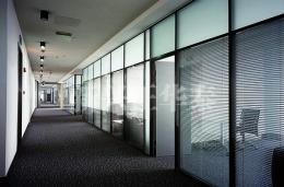 走廊玻璃百叶隔断